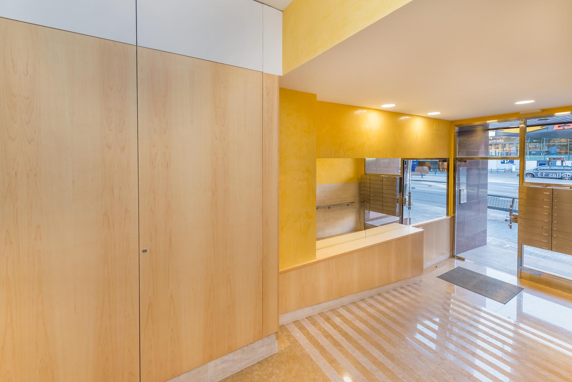 ARQUETICA - Hall de entrada en edificio Josep Tarradellas 13